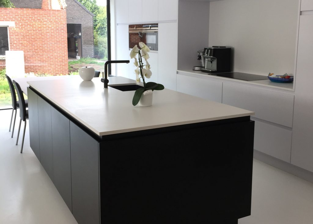 Moderne Keuken Inrichting : Moderne keuken zwart wit jb interieur